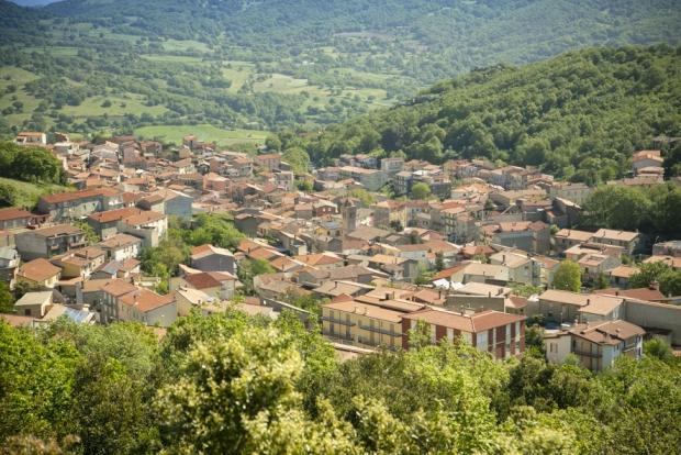 Het Italiaanse Dorp Ollolai natuur Sardinie go with the vlo