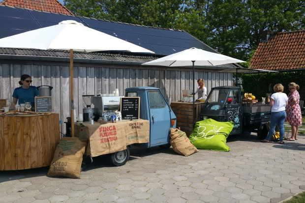Flinke Flea Market Hemelum vlooienmarkt Flinkefarm go with the vlo