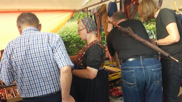 Hattem klederdracht vlooienmarkt go with the vlo