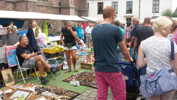 Hattem rommelmarkt tweedehands kraam go with the vlo