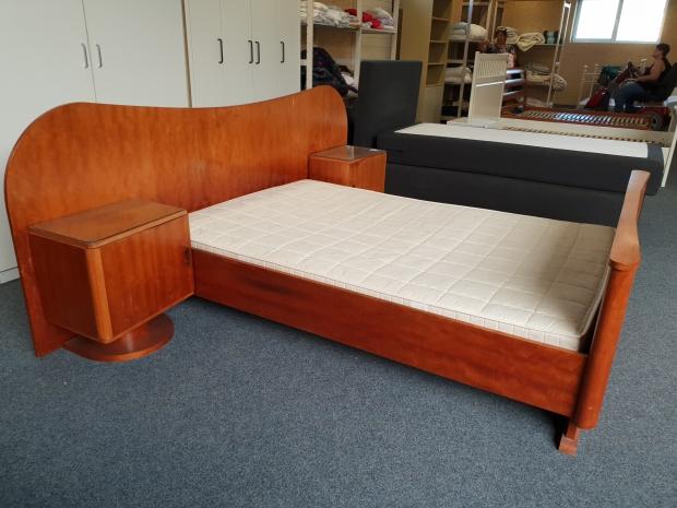 Art deco bed kringloop Het Goed Vlaardingen go with the vlo