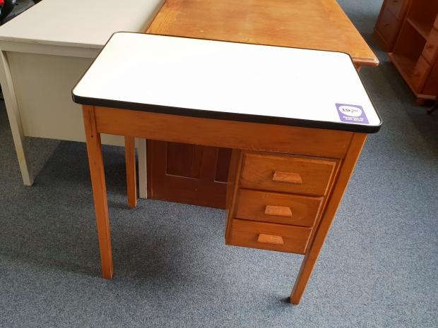 Vintage bureau Het Goed kringloop Vlaardingen go with the vlo