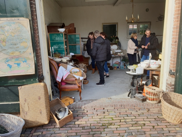 Broc' à maman et fille loods brocantemarkt Heusden go with the vlo