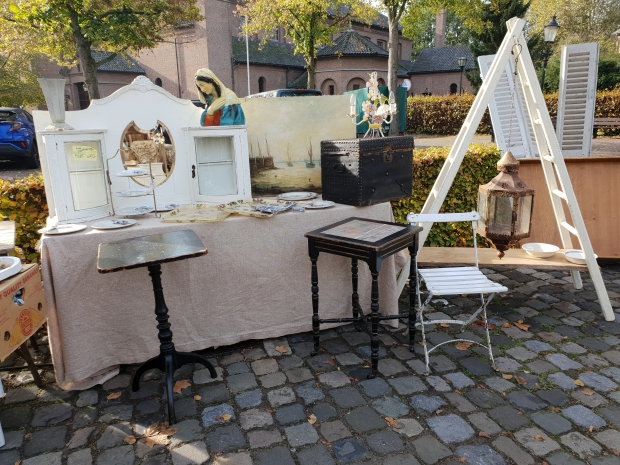 Brocantemarkt Heusden oude kist mariabeeld go with the vlo