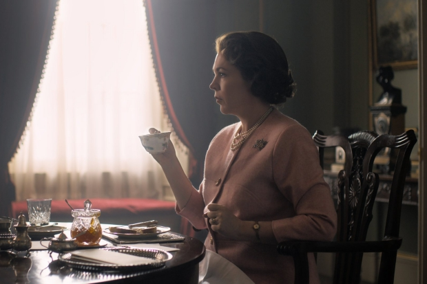 Koningin Elizabeth Olivia Colman The Crown 3 go with the vlo