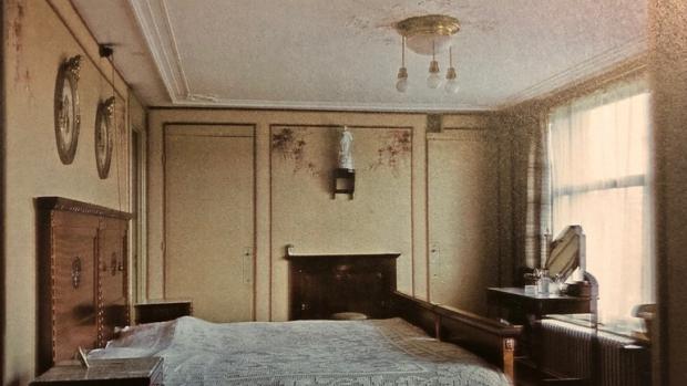 Rotterdam de allereerste kleurenfoto's 1937 1945 slaapkamer go with the vlo
