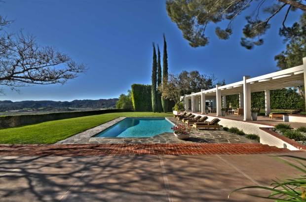 Byrdview Frank Sinatra zwembad midcentury modern binnenkijker go with the vlo