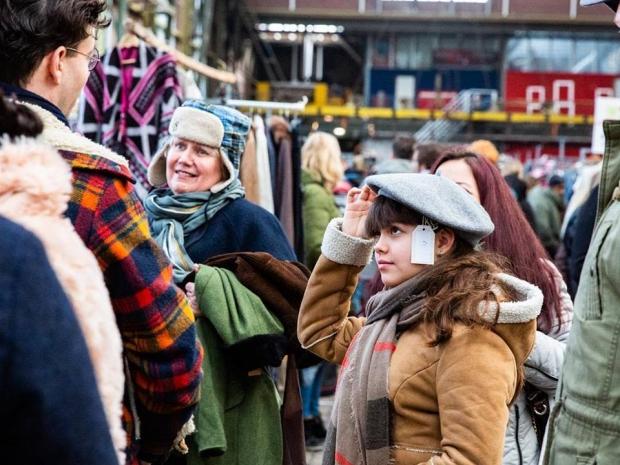 IJhallen vlooienmarkt tweedehands kleding go with the vlo 2