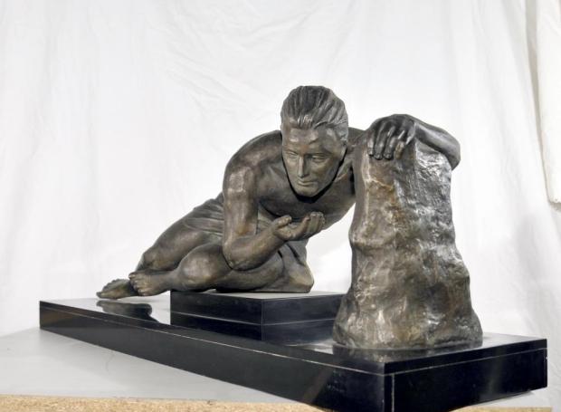 Art deco beeld man jaren twintig Frans go with thevlo