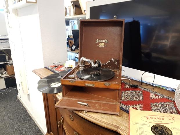Sonora grammofoon kringloop Gewoon Goed Schiedam go with the vlo