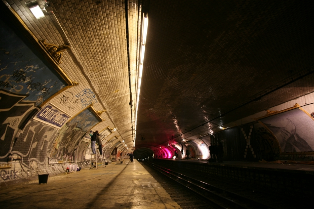 Spookstation Croix Rouge Parijs metro go with the vlo 2