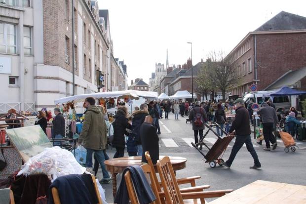 Grande réderie Amiens rommelmarkt Frankrijk go with the vlo