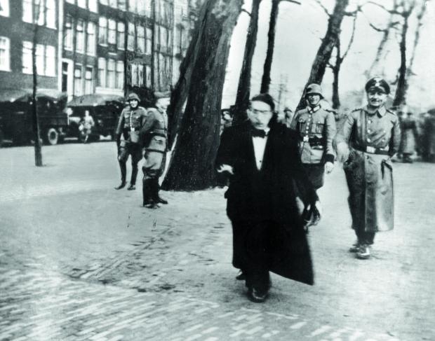 De Jodenvervolging in foto's Tweede Wereldoorlog go with the vlo