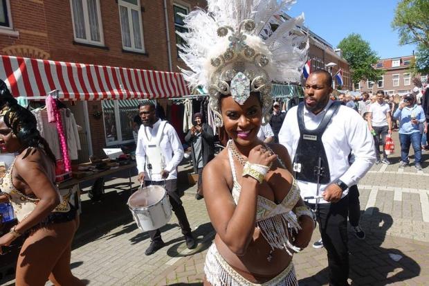Lombok Straatfeesten Utrecht danseres vlooienmarkt go with the vlo
