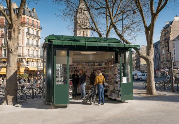 Nieuwe krantenkiosk Parijs go with the vlo
