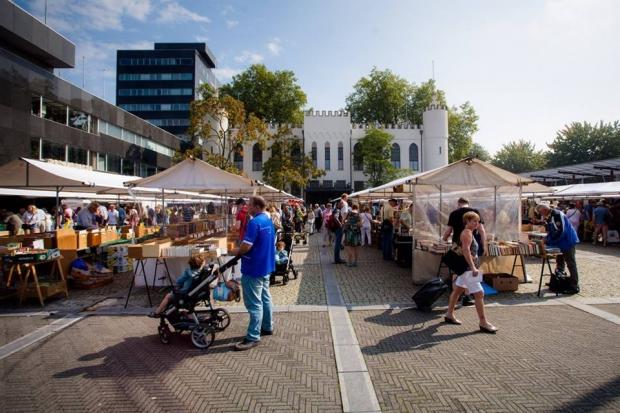 Boeken rond het Paleis Tilburg boekenmarkt go with the vlo 2