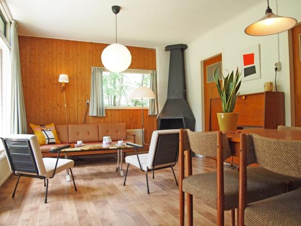 Bungalow de Voorspoed Winterswijk woonkamer retro vakantie go with the vlo