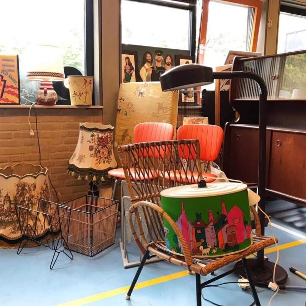 Uitverkoop Maaike van Zijl vintage meubels Groeten uit 19xx go with the vlo