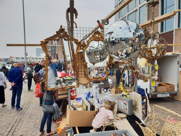 IJ-Hallen Amsterdam rommelmarkt go with the vlo