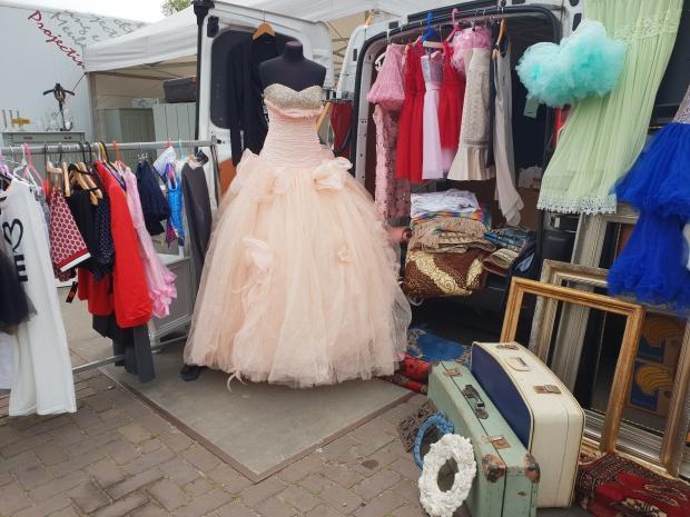 IJ-Hallenmarkt rommelmarkt vintage jurken go with the vlo