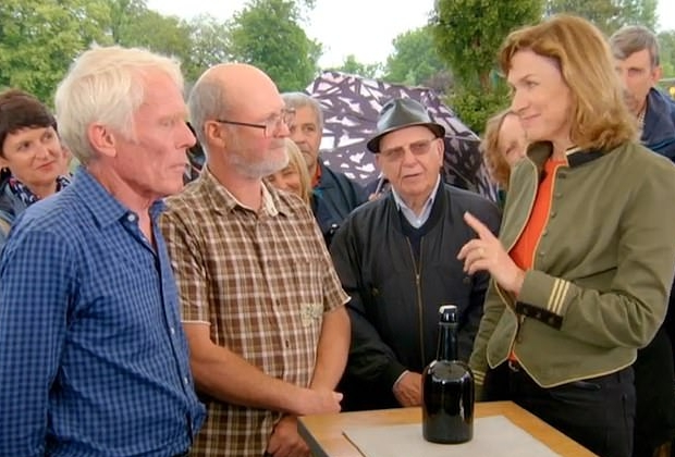 Fles oude urine Fiona Bruce Antiques Roadshow go with the vlo
