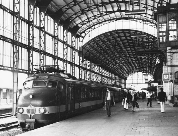 Benelux Hondekop station Haarlem 1977 go with the vlo