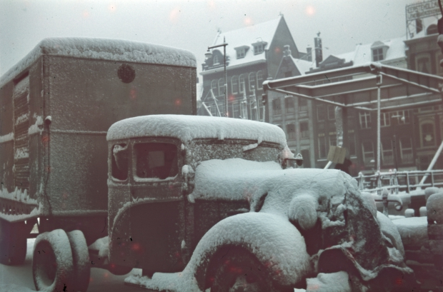 Vrachtwagen sneeuw Wijnhaven Rotterdam jaren dertig Richard Boske go with the vlo